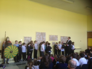 Gatehouse Primary School pupils reveal panels to the rest of the school
